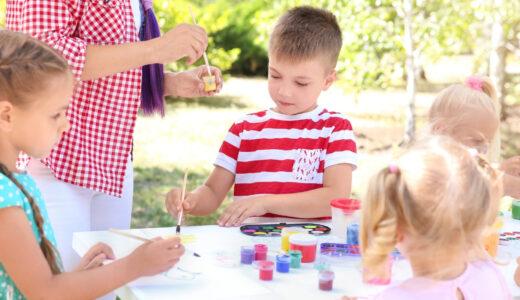 【させすぎNG】子供に習い事をさせすぎることでの影響は?習い事をたくさん経験するメリット・デメリットを解説